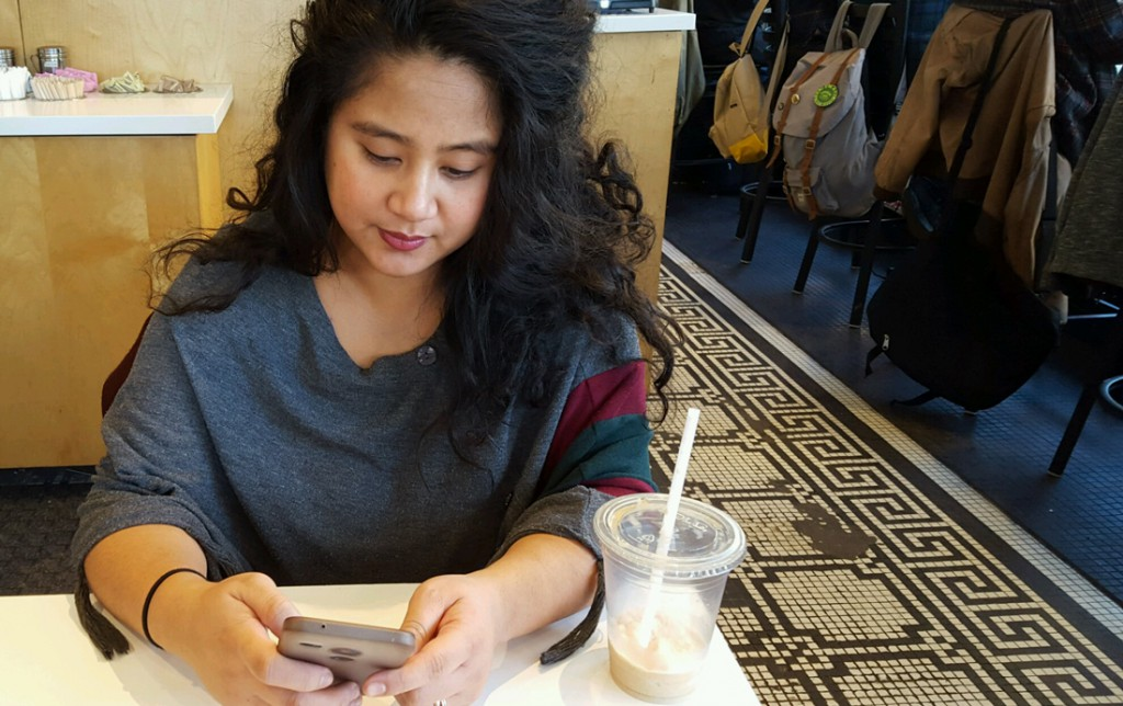 Marides Serrano, one of the app's first users, logs her time working at Starbucks by using the HourTracker feature of the HourVoice app. (Jay Bouchard/MEDILL)