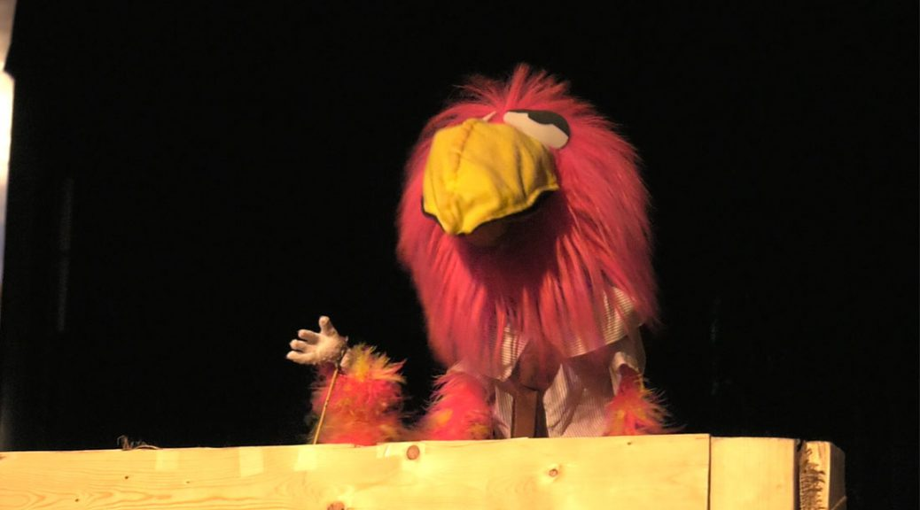 A wacky Bird played by Josh Zagoren rants about popular culture in Chicago's Green Mill Lounge. (Brendan Hickey/MEDILL)