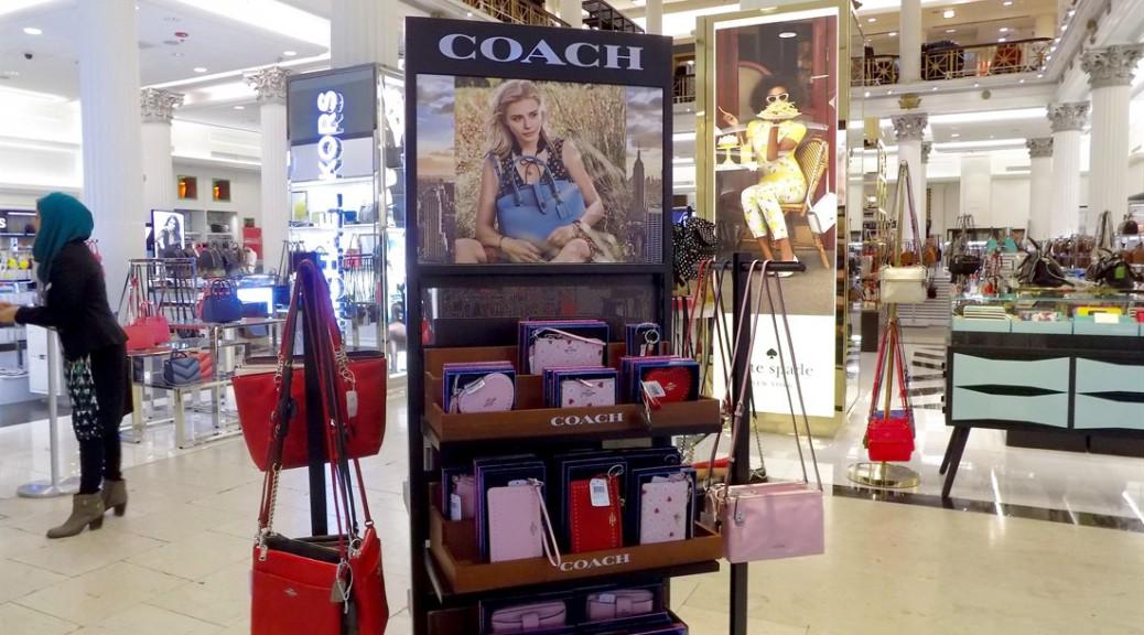 69add08e44 Shoppers to luxury handbag makers: 'Go small or go home' | Medill ...