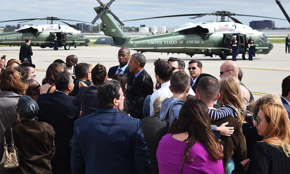 Crowd surrounds Obama
