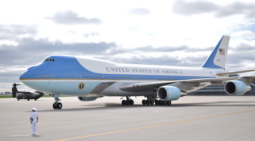 President Obama arrives in Chicago on Air Force One
