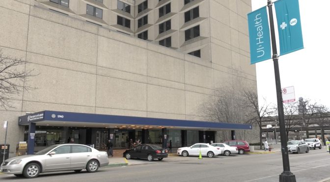 University of Illinois Chicago Hospital is criticized by their workers who work without a contract. (Wen-Yee Lee/MEDILL)