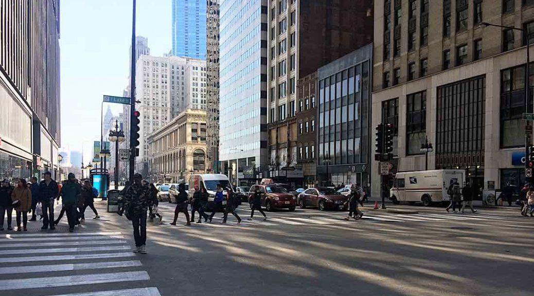 People cross the street in downtown Chicago. (Alexa Adler/MEDILL)